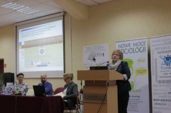 Професор С.Щудло під час виступу на конференції