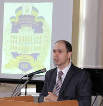 Із доповіддю виступає доцент Микола Галів