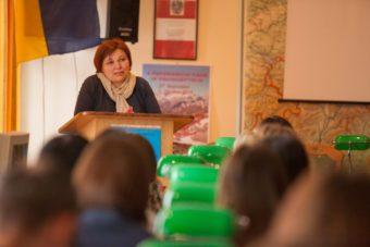 Від оргкомітету гостей вітає завідувач кафедри практики англійської мови, доц. Ірина Сирко