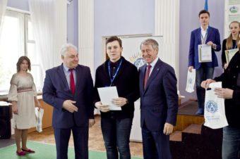 Мирослав Сирко під час нагород ження переможців
