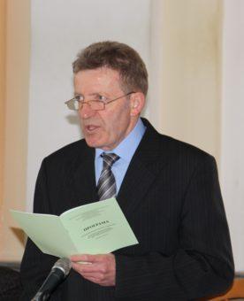 Відкриває пленарне засідання завідувач кафедри нової та новітньої історії України професор Василь Футала