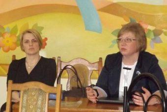 На фото (зліва направо) доцент Ірина Мірчук та професор Світлана Щудло