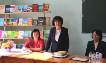 (зліва направо) доцент Надія Дудник , професор Марія Чепіль, ректор професор Надія Скотна