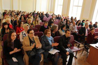 Учасники конфренції у залі ДДПУ імені Івана Франка