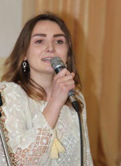 Співає Оля Височан