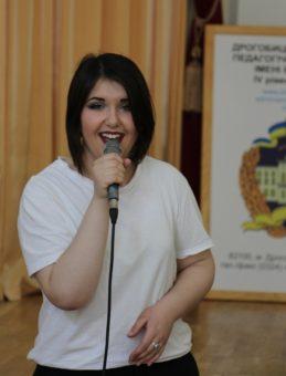 Музичний дарунок презентує студентка Мар'яна Дорош