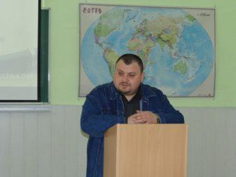 Доповідь виголошує доцент Володимир Галик