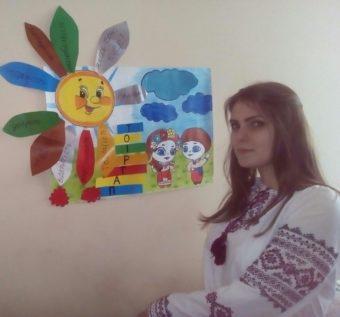 Мирослава Гиз iз презентацieю виховного проекту