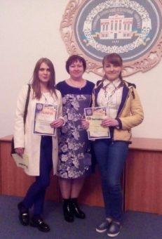 На фото (зліва направо): Мирослава Гиз, доцент Оксана Гевко, Юлія Чухрай