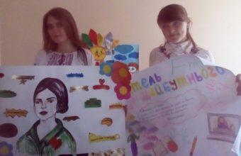 На фото (зліва направо): учасницi олiмпiади Мирослава Гиз та Юлія Чухрай