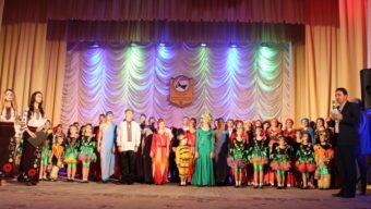 Проректор з науково-педагогічної роботи доцент Володимир Шаран вітає учасників та гостей звітнього концерту
