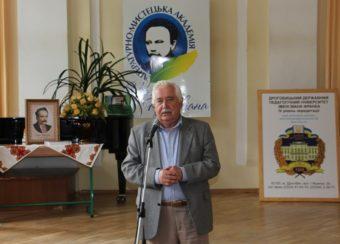 Вітальне слово виголошує народний артист України Адам Цибульський