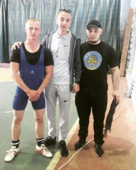 Перший зліва студент II курсу Сергiй Зеновiй Лисик