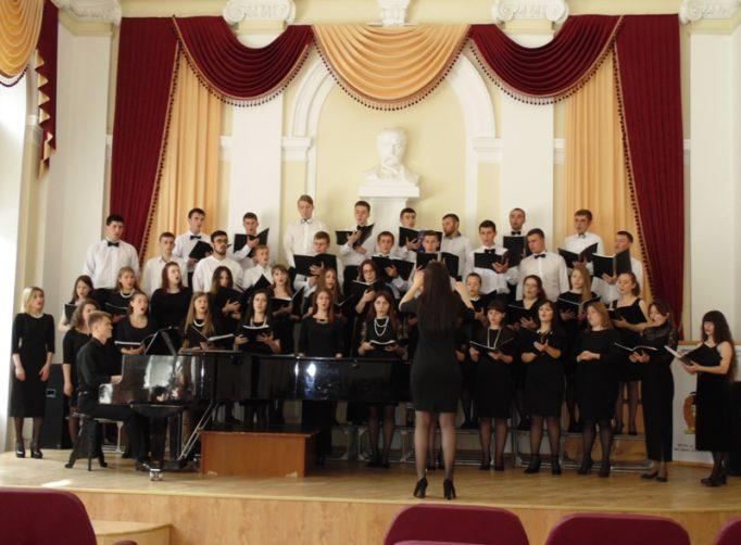 Співає народна хорова капела «GAUDEAMUS»