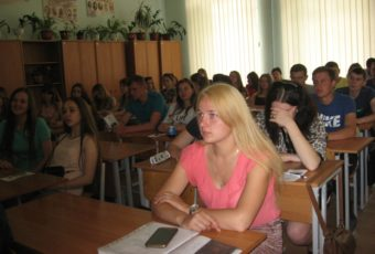 Студенти-випускники коледжу