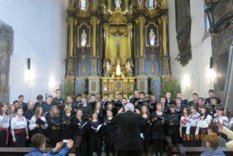 Виступ хорів у костелі