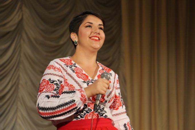 Співає студентка історичного факультету Маріанна Дорош