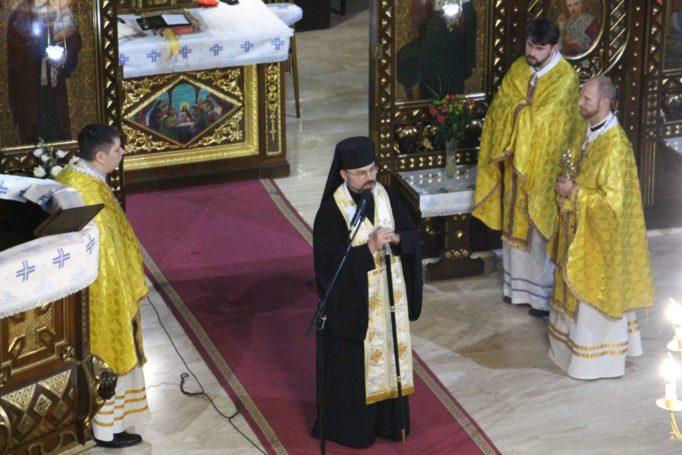 Архиєрейське благословення уділяє владика Ярослав (Приріз)