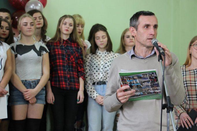 Заступник декана доцент Степан Сеньків оголошує переможців конкурсу Дебют
