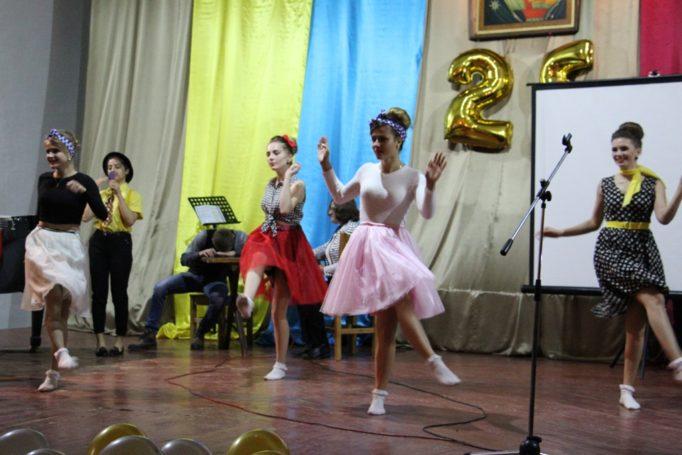 Танець студентів істориків
