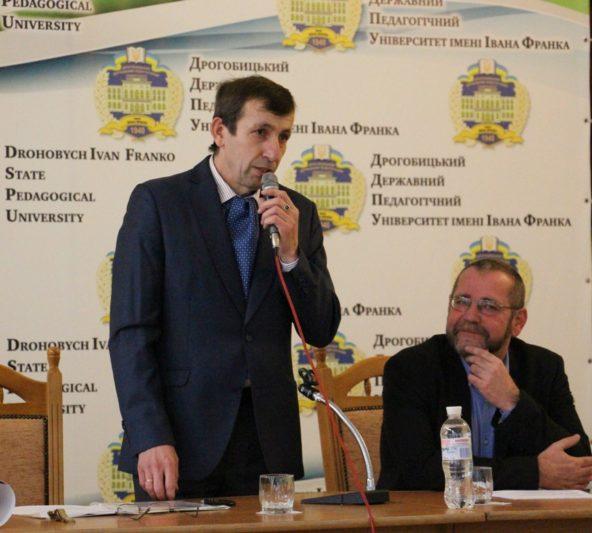 Доцент Ярослав Лопушанський представляє гостя-лектора професора Міхаеля Мозера