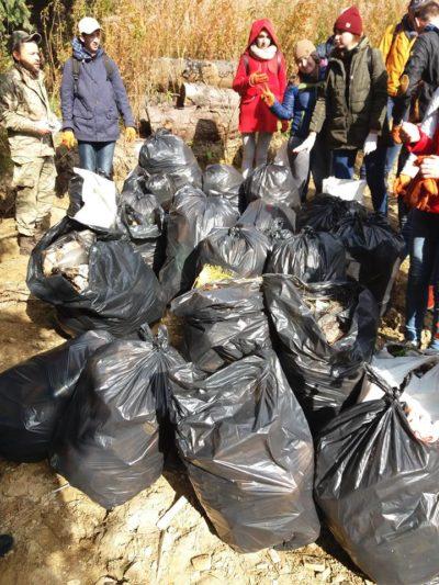 «Кургани» зі сміття після туристів
