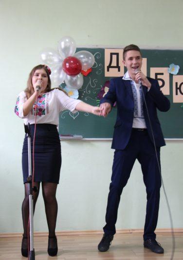 Музичний дарунок першокурсників Анастасії Марчак і Богдана Вітіва