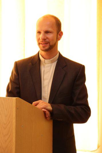 Вітає учасників конференції капелан університету о. Олег Кекош