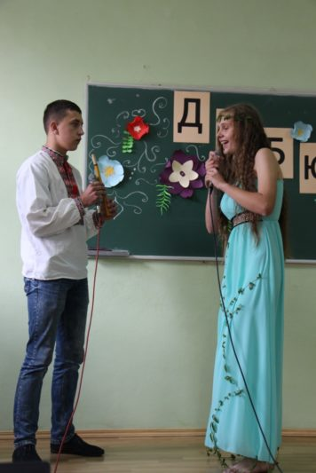 Театралізоване дійство у виконанні студентів Миколи Іванюка і Наталії Лазор