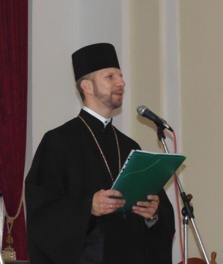 З вітальним словом звертається капелан університету о. Олег Кекош