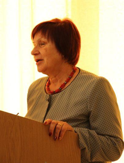 Доповідь виголошує професор Марія Федурко