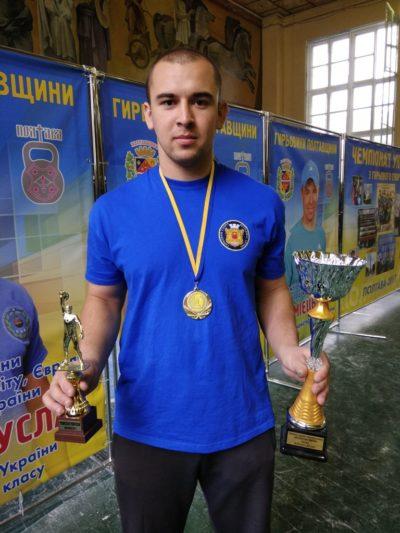 Абсолютний Чемпіон України з гирьового спорту Андрій Лагуш