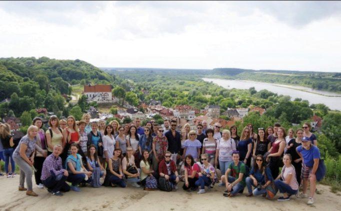 Учасники Літньої школи польської мови в Любліні під час екскурсії у Казімєжі Дольному над Віслою
