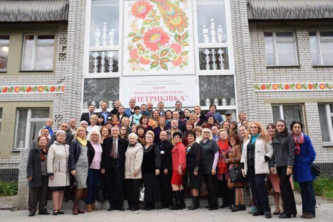 Учасники Конгресу з етнодизайну у с.Петриківка Дніпропетровської обл.
