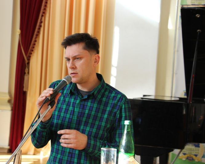 Лектор-музикант Роман Бардун