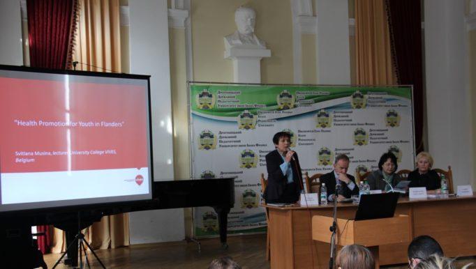 Урочисто відкриває семінар декан біолого - природничого факультету доцент Світлана Волошанська