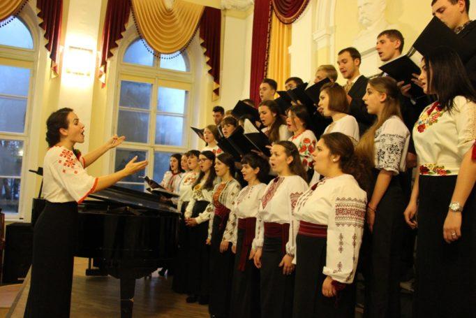 Співає хоровий клас ІІ і ІV курсу інституту музичного мистецтва (керівник - Христина Голубінка)