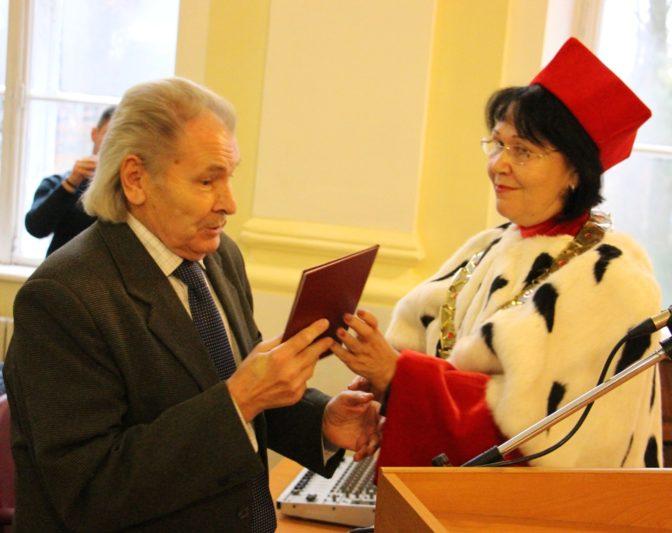 Вручення відзнаки університету професору Михайлу Шалаті