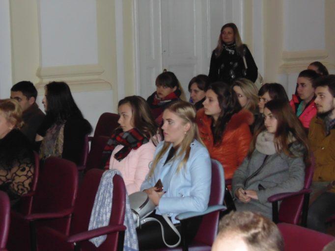 Студенти на перегляді фільму