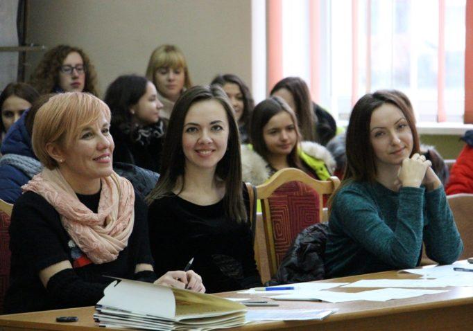 Журі конкурсу доцент Олена Кравченко-Дзондза та викладачі Магдалина Марушка, Ольга Мартинів