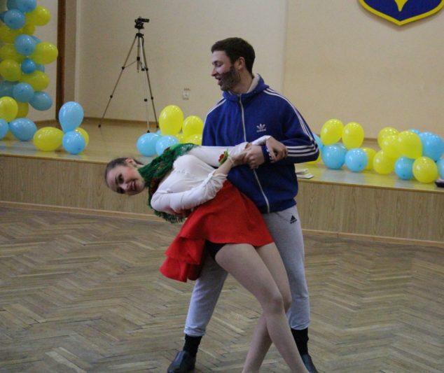 Виступ студентів-істориків Роксолани Романків та Олександра Ришковця
