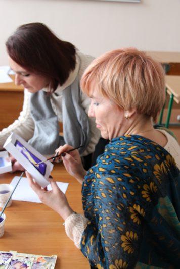 Свої образотворчі таланти демонструють доцент Олена Кравченко-Дзондза та старший викладач Жанна Ясеницька