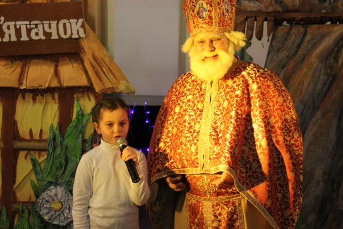 Софія Кафлик розповідає вірш для св. Миколая