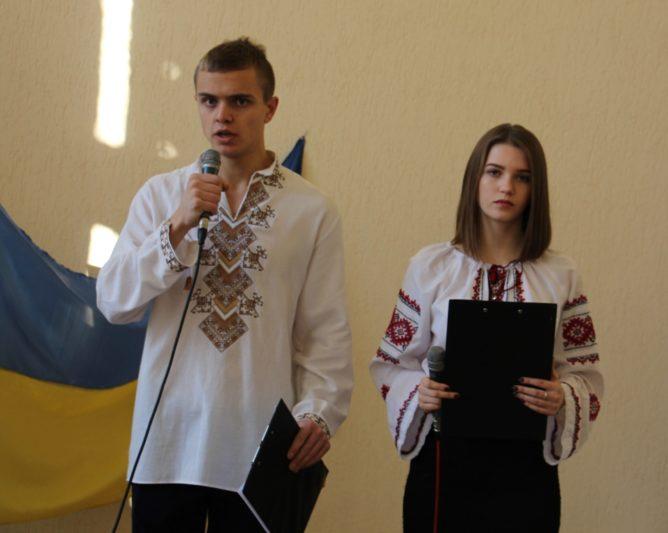 Ведучі заходу Микола Журавчак (ІП-31Б) та Софія Швед (ІП-32Б)