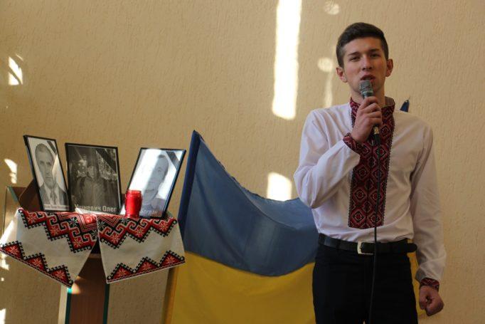 Вірш про Майдан читає студент Василь Хорканін (ІП-12Б)
