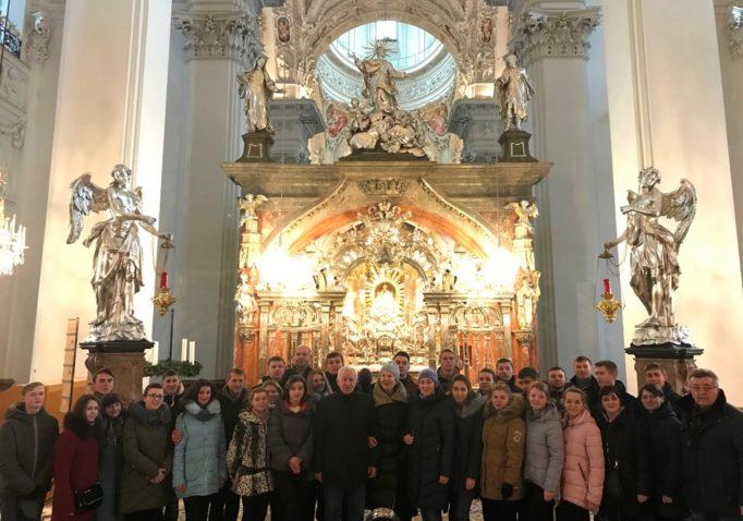 Відвідини поломницького центру базиліки Різдва Пресвятої Богородиці в місті Маріяцель