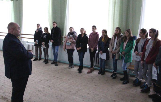 Як стати професійним хореографом розповідає учням доцент Петро Фриз