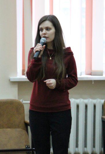 Вітальне слово виголошує начальник відділу молодіжної політики і соціальної роботи Ірина Казан