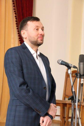 Заслужений артист України Ігор Саєнко вітає учасників конкурсу