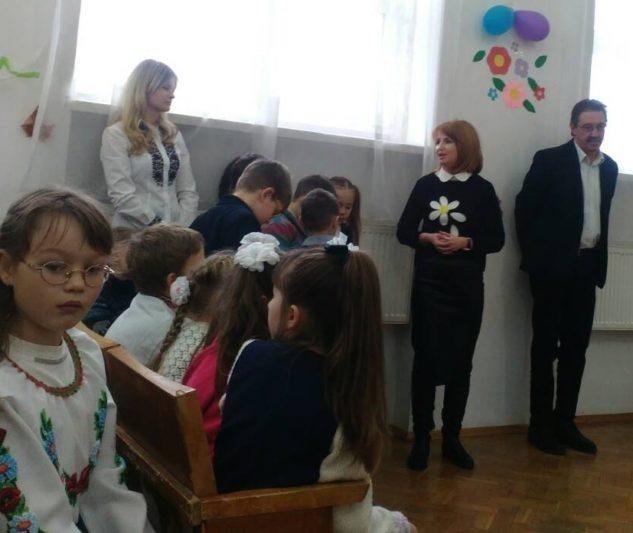 На фото (злiва направо) учитель Надiя Гаєвич, доцент Iрина Садова, директор Iгор Заяць
